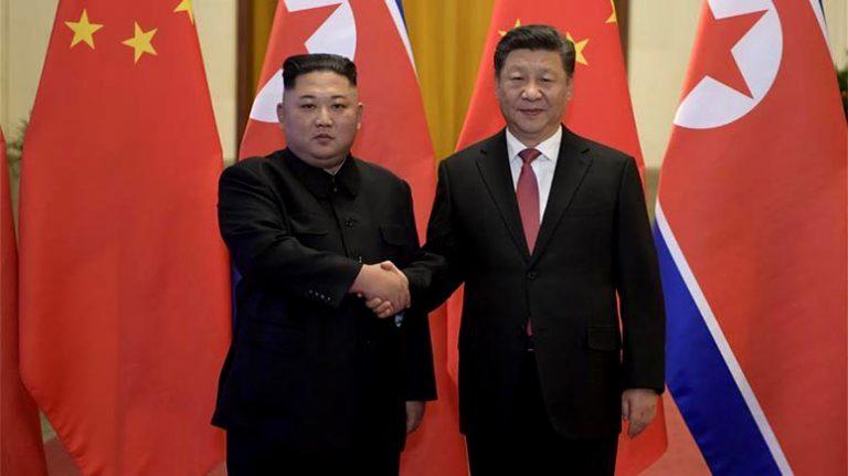 En medio de Guerra Comercial: Presidente de China visita Corea del Norte y se abraza con Kim