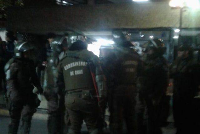 Por solicitud de alcalde de Santiago, Carabineros desaloja un vacío Instituto Nacional