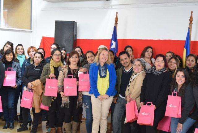 """200 microempresarias de Quilicura se capacitan con """"Emprendedoras Conectadas"""""""