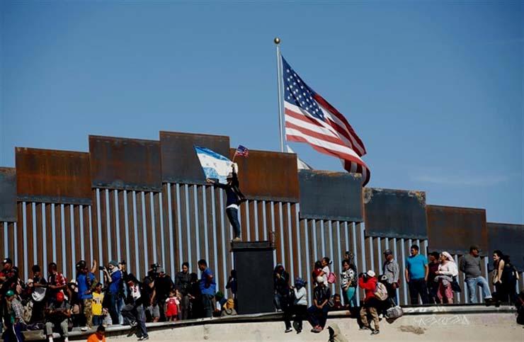 México se doblega a exigencias de EEUU: Trump anuncia acuerdo sobre inmigración y suspende aranceles