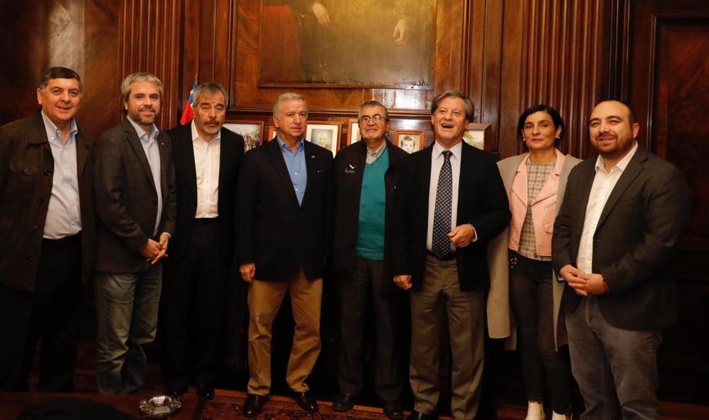 Ministro Larraín le baja el perfil a decisión de diputado Lorenzini de no firmar acuerdo DC y Gobierno