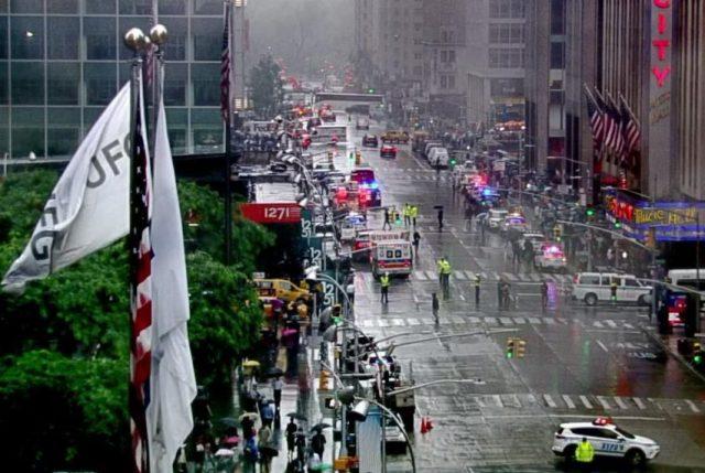 EEUU: Helicóptero civil choca contra edificio en el centro de Manhattan, 1 muerto