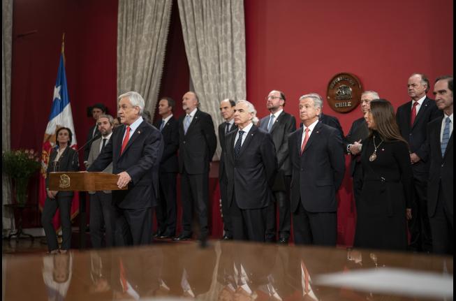"""Oposición tilda de """"modesto"""" el cambio de Gabinete y oficialismo lo toma como """"relevante"""""""