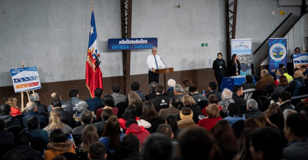 Piñera entrega subsidios a afectados por tornados en Los Ángeles, Talcahuano y Concepción