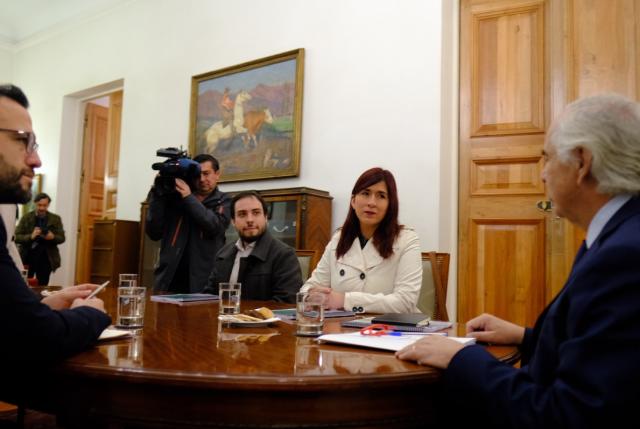 RD plantea a ministro Chadwick reducción de dietas parlamentarias y de altos sueldos del Estado