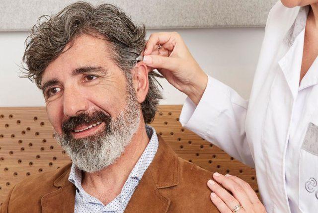 6 de cada 10 chilenos usarían audífonos si perdieran la audición