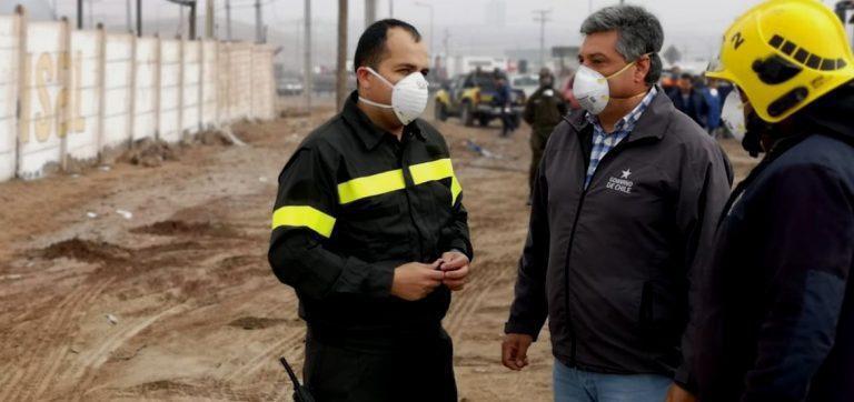 """Ministro de Salud por NUBE TÓXICA en Iquique-Alto Hospicio: """"Evaluaremos una alerta sanitaria"""" y Seremi Salud dice que no hay riesgo"""