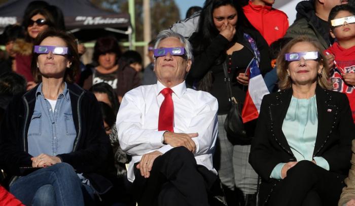 Oposición en picada contra Cubillos por preferir el eclipse en lugar de solucionar paro docente