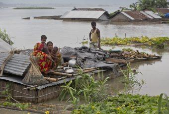 Lluvias monzónicas devastan Nepal e India: Más de 100 muertos y 2,6 millones de damnificados