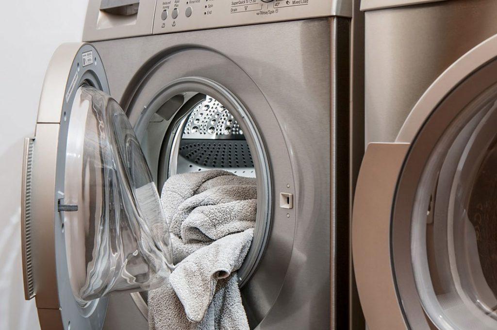 Diseñadora Stella McCartney no es fan de lavar la ropa y así ayuda al planeta