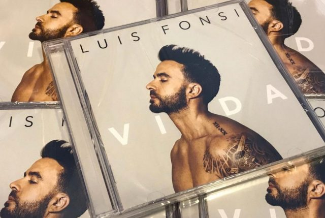 """""""Vida"""" de Luis Fonsi se mantiene en el top one latino"""