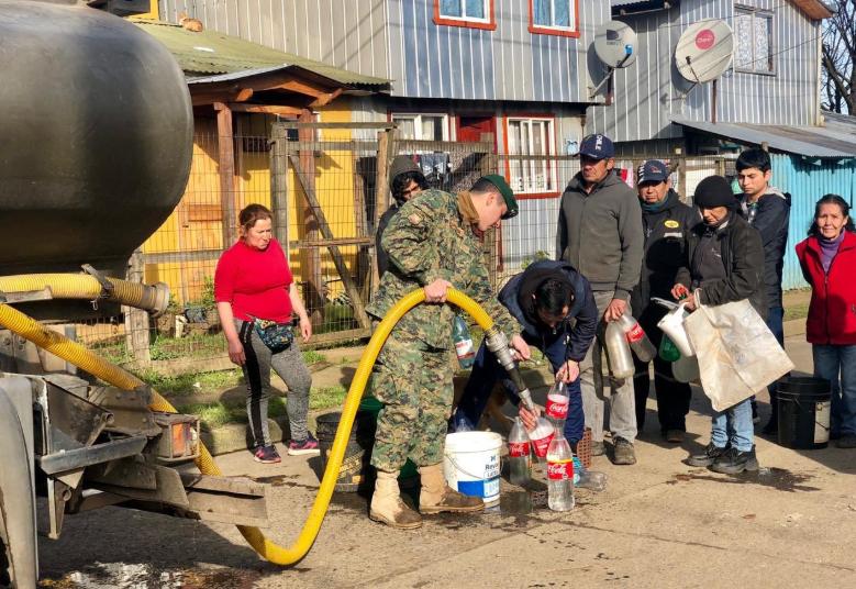 """Intendente de Osorno hace urgente llamado: """"Necesitamos más agua embotellada"""""""