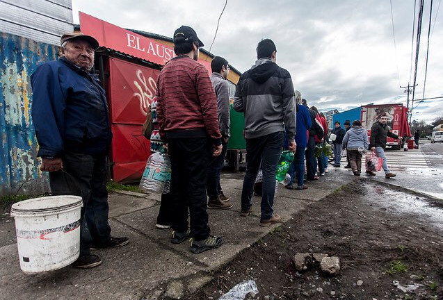 Osorno sin agua potable: Desesperado llamado pidiendo ayuda a empresas locales y Gobierno Central solo manda subsecretarios