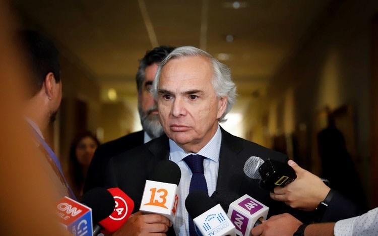 """Ministro Chadwick negó que gobierno tenga antecedentes en torno al caso OAS """"salvo  lo que ha salido en la prensa"""""""