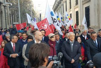 """La izquierda rindió homenaje a la figura de Allende junto a La Moneda, a 46 años del """"11"""""""