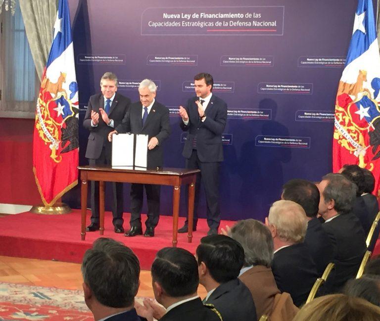 Evocando las crisis del Beagle y el islote Snipe, el presidente Piñera promulgó la nueva ley de financiamiento de las FF.AA.