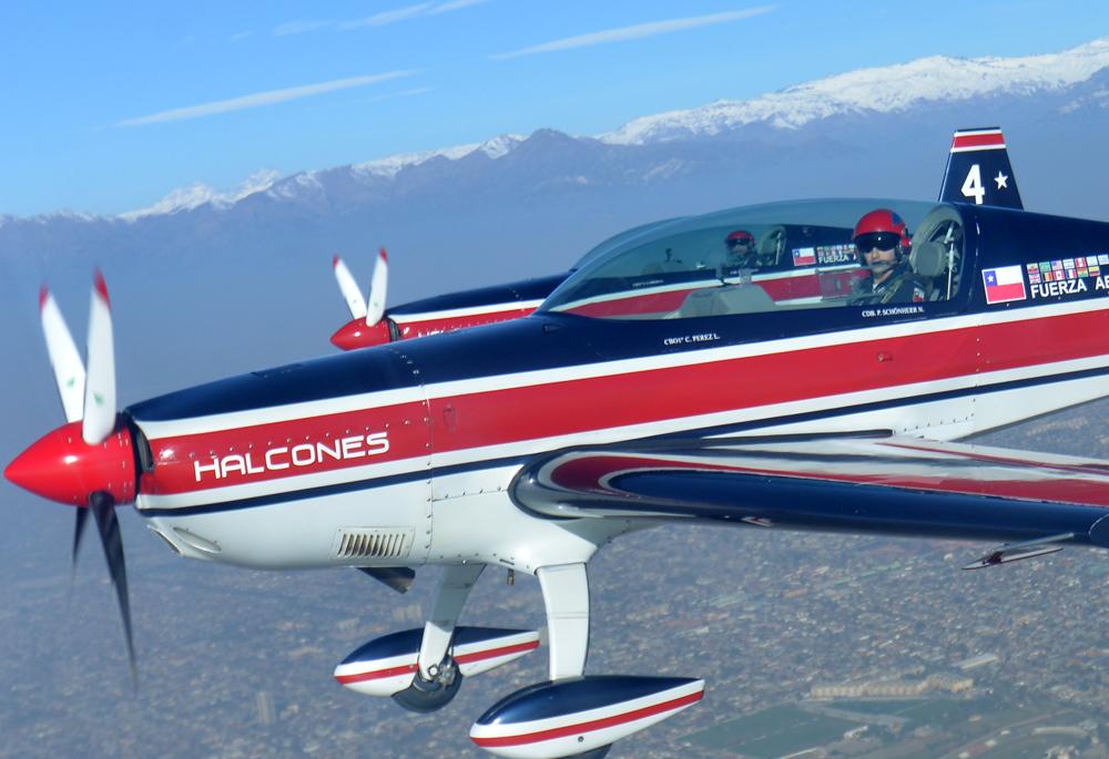 """Conoce al Extra 300L, el avión de los """"Halcones"""" de la FACh"""
