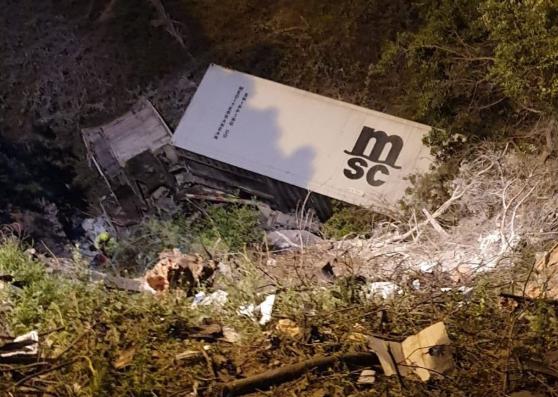 Conductor de camión fallece tras desbarrancarse en ruta Las Palmas
