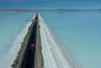 """Bolivia da un paso gigantesco con el LITIO y deja a Chile como el país de los """"picapiedras"""""""