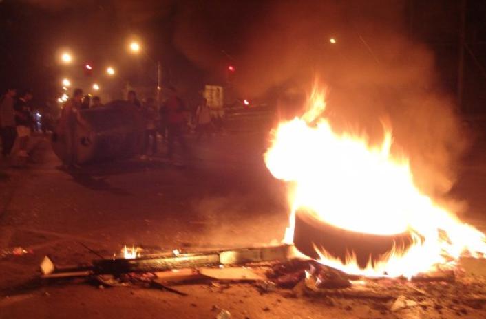 Violenta noche del 11 de septiembre deja 3 civiles heridos, 9 carabineros lesionados y más de 90 detenidos