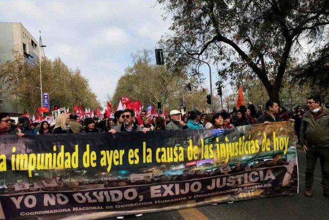 """Prensa alemana destaca: """"Miles de chilenos marchan en recuerdo de las víctimas del golpe de 1973"""""""