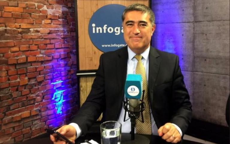 """Desbordes sale en defensa del díscolo Pepe Auth y califica pedido de renuncia como """"estalinismo puro y duro"""""""