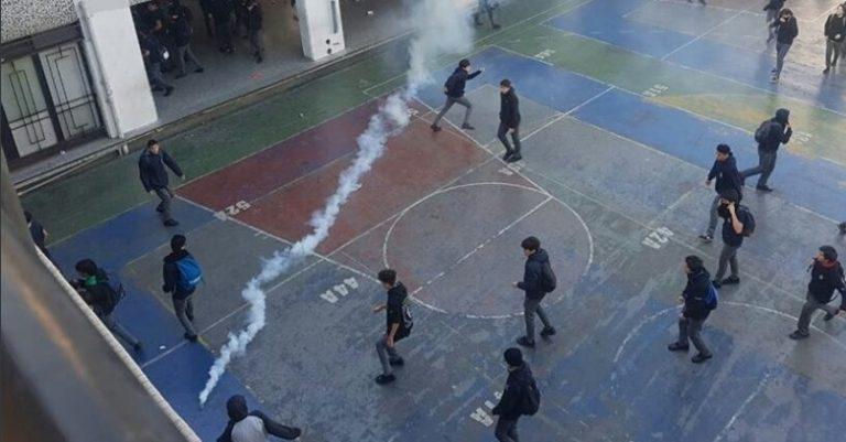 Diputados buscan prohibir que Carabineros haga uso de bombas lacrimógenas en colegios
