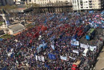"""El hambre golpea a la Argentina y Congreso aprueba  """"emergencia alimentaria"""" en medio de la crisis"""