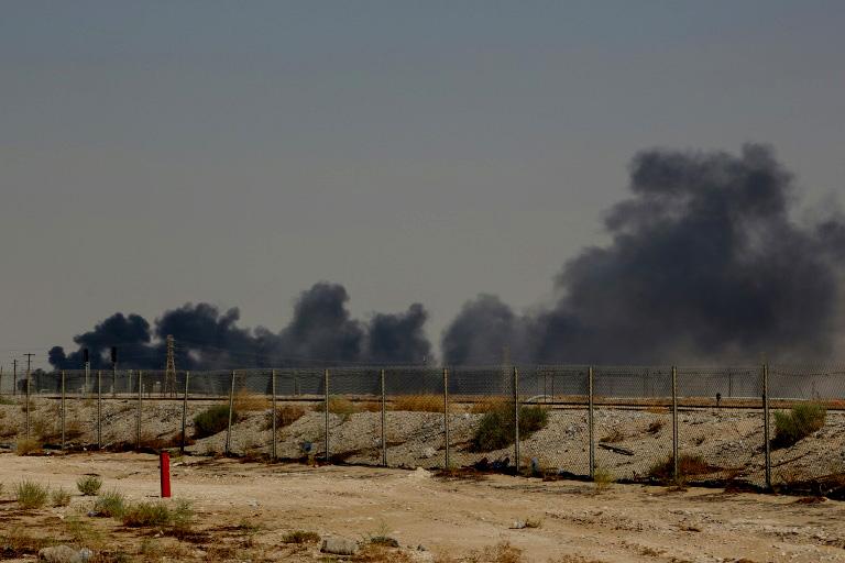 Arabia Saudí bajará -temporalmente- la producción de petróleo tras ataque con drones a dos refinerías