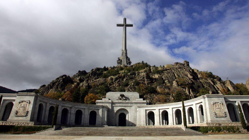 Tribunal Supremo español aprueba exhumar cuerpo de Franco de su mausoleo y llevarlo a un cementerio