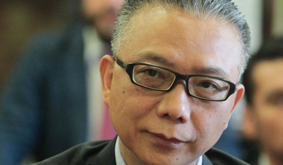 Embajador chino modera el debate con Bellolio, pero insiste en que violó los intereses de China
