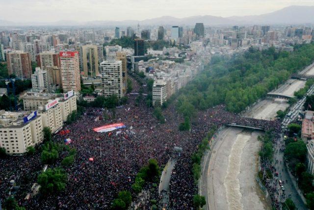 """Carlos Peña analiza """"La Marcha Más Grande de Chile"""" y advierte: """"Los partidos ya no conducen, son impotentes"""""""