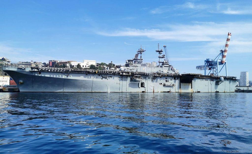 Atracó a Valparaíso buque de guerra estadounidense capaz de portar aviones caza stealth F-35B