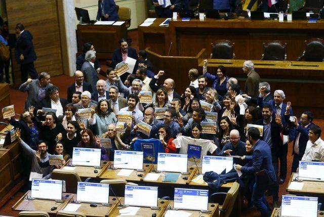 Nuevo golpe al Gobierno: Cámara de Diputados aprueban 40 horas a pesar de las críticas del oficialismo