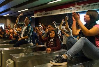 Senado aprueba congelamiento del alza del transporte público