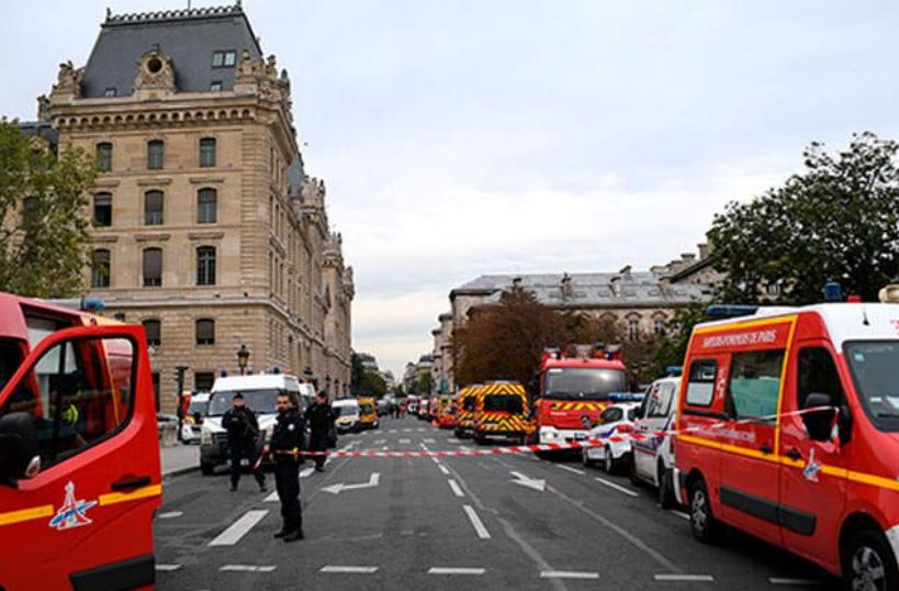 Cuatro policías muertos deja ataque con cuchillo en París