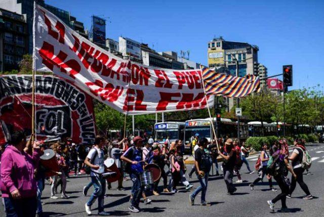 Argentina también se contagia con descontento social: Miles marcharon por Buenos Aires contra el  FMI