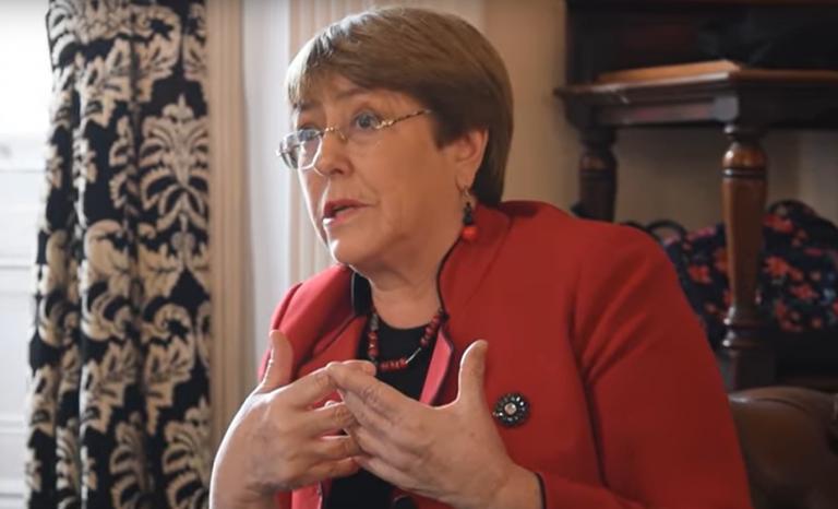 Bachelet acusa que hay Gobiernos que usan el COVID-19 para violar los DDHH