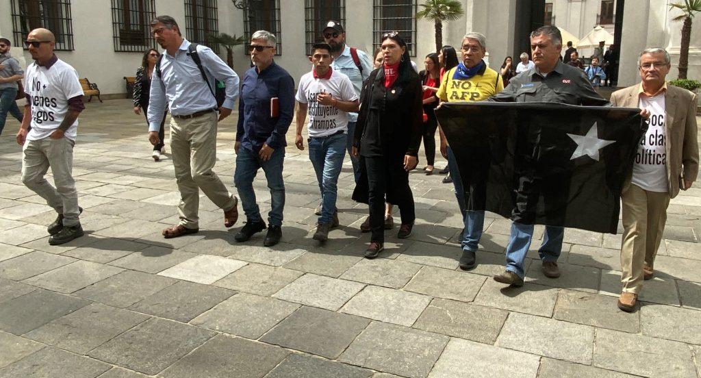 Una intransigente Mesa Social llega a La Moneda a exigir a un Gobierno que sólo piensa en su agenda de seguridad