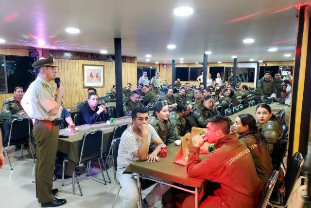 General Rozas afirma que no dará de baja a ningún carabinero