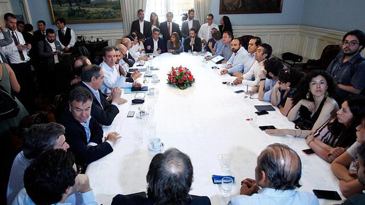 """""""Parece que los sectores más duros de la derecha se están imponiendo"""" dijo Pdte. del PS ante postura constitucional de Chile Vamos"""