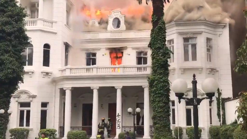 Saquean e incendian rectoría de la Universidad Pedro de Valdivia