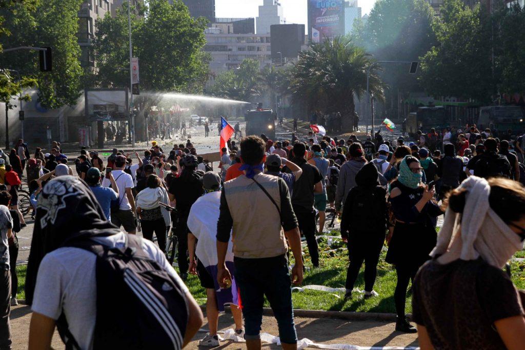 Balance de última jornada de protestas arroja disminución de detenidos, incendios y saqueos