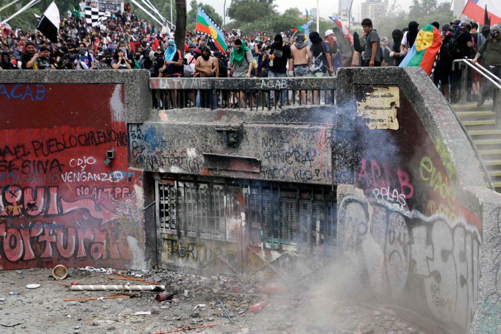 Saqueos e incendios marcan la última jornada de manifestaciones sociales