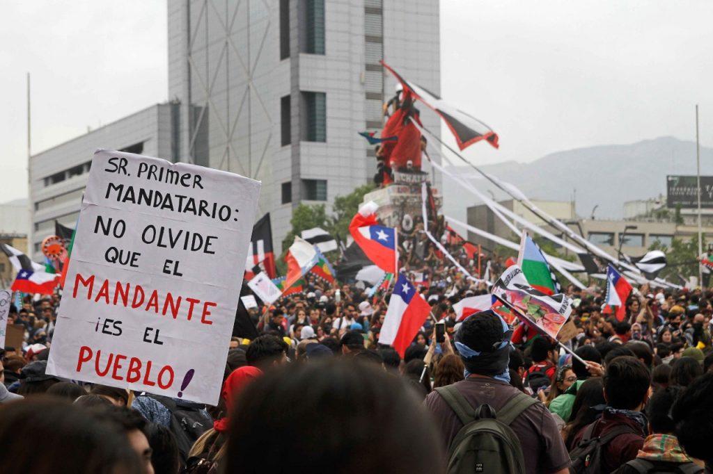 Un mes de protestas refleja la nula capacidad de reacción de la política para un diálogo real que ponga fin a la gravísima crisis social