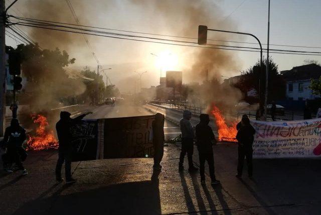 Barricadas y cortes de principales rutas marcan inicio de Huelga-Paro Nacional convocada por Mesa de Unidad Nacional