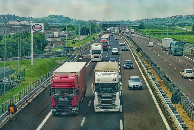 Seguridad en las rutas durante la crisis social: Los riesgos para los camioneros y cómo enfrentarlos
