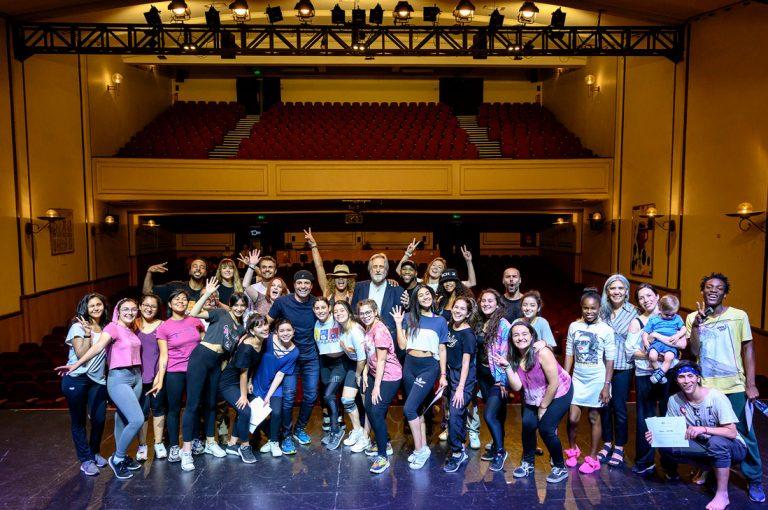 Chayanne compartió con jóvenes de la Compañía Municipal de Danza de Quilicura en emocionante taller de danza