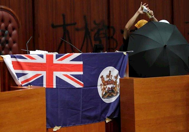 Hong Kong logra aplastante victoria en elecciones debilitando el control de China
