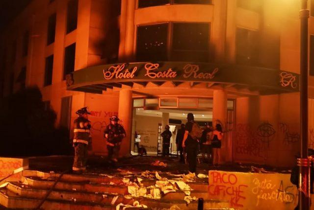 Estremecedor: Turba incendia Hotel Costa Real de La Serena